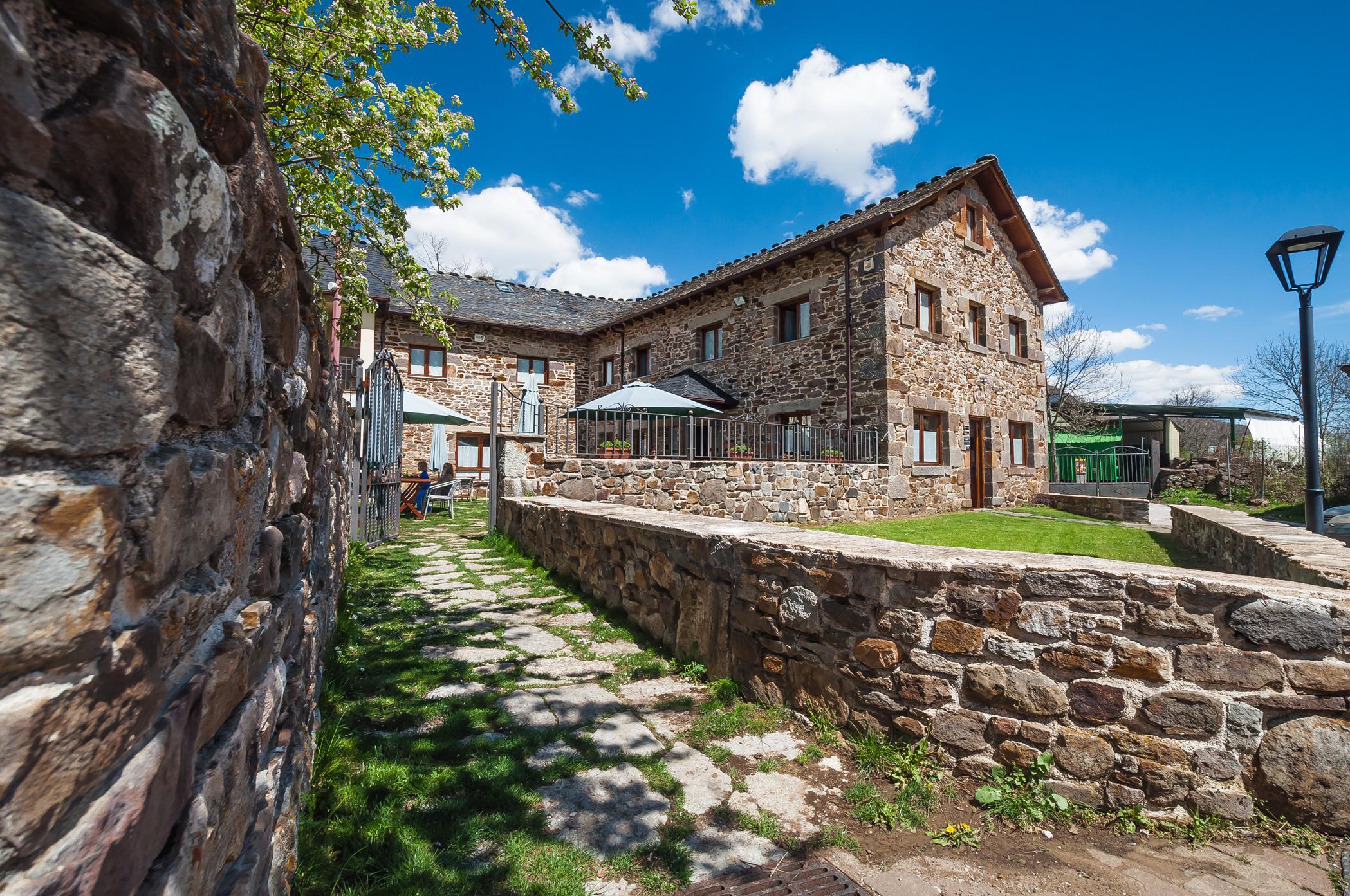 Hotel rural en le n bienvenidos a la bolera - Casa rural bellver de cerdanya ...